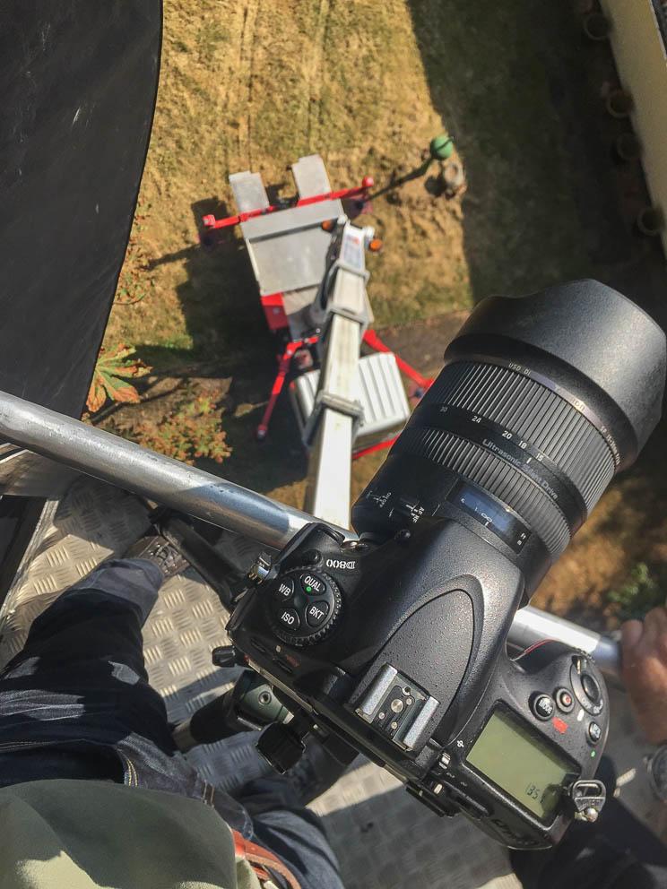 Ja, es gibt Drohnen abwer manchmal ist eine klassische Hebebühne immer noch die bessere Wahl! Architekturfotografie auf Augenhöhe ;)