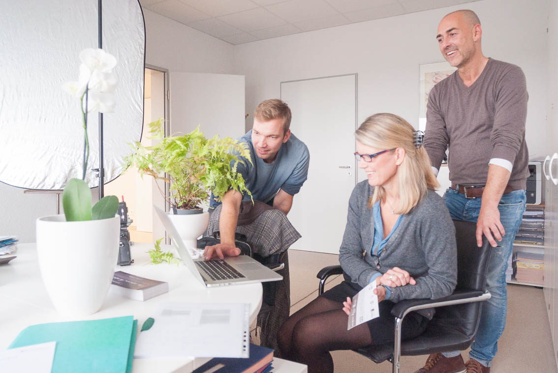 Für die Wuppertaler W. vom Hagen Management Consulting GmbH wurden vor Ort Businessportraits angefertigt. Visagist: Carsten Tittel