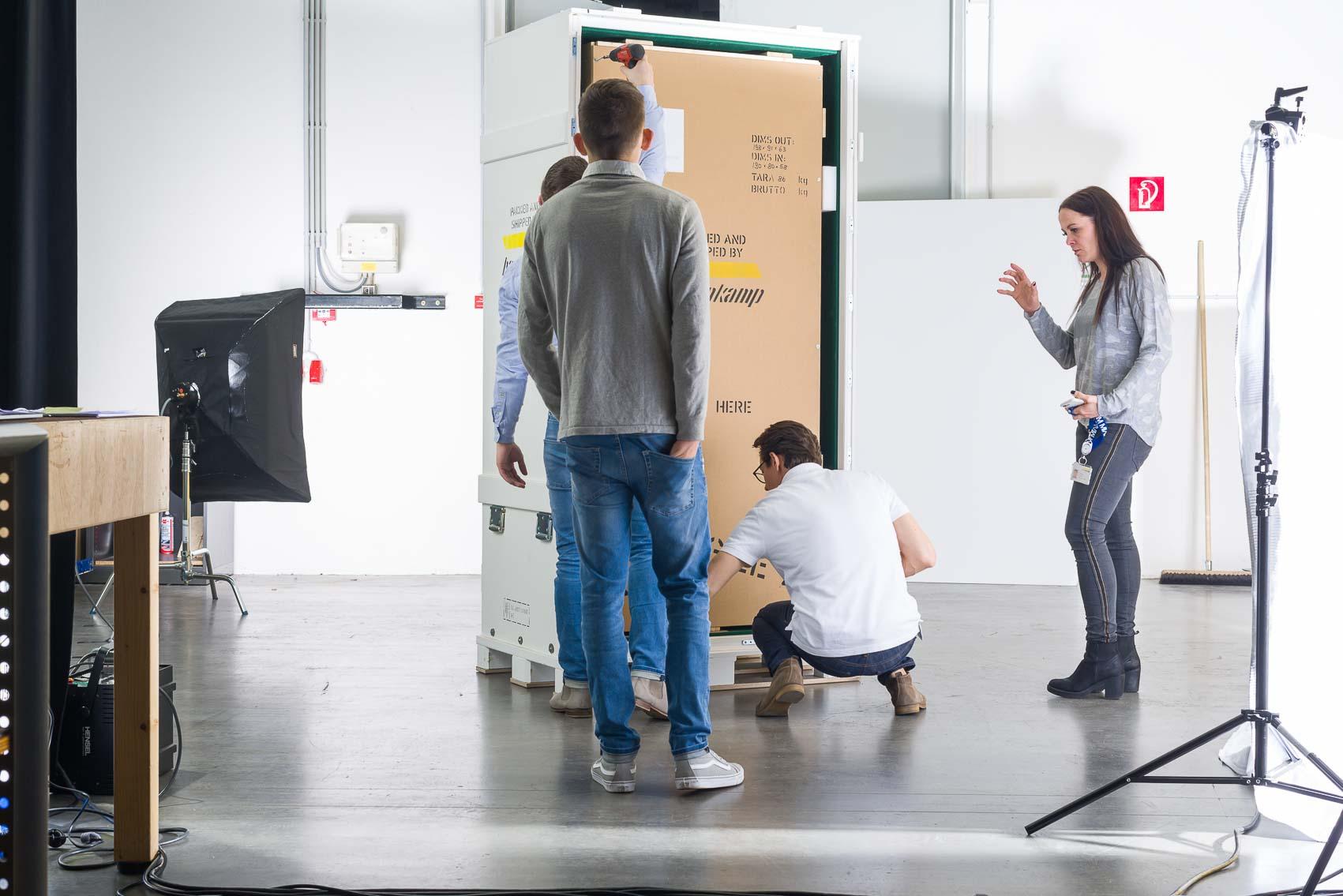 Um Produktfotos zu erstellen, wurde vor Ort im Gebäude der Firma Hasenkamp fotografiert. Dafür bringen wir alle notwendige fotografische Ausrüstung und Technik aus dem Studio mit.