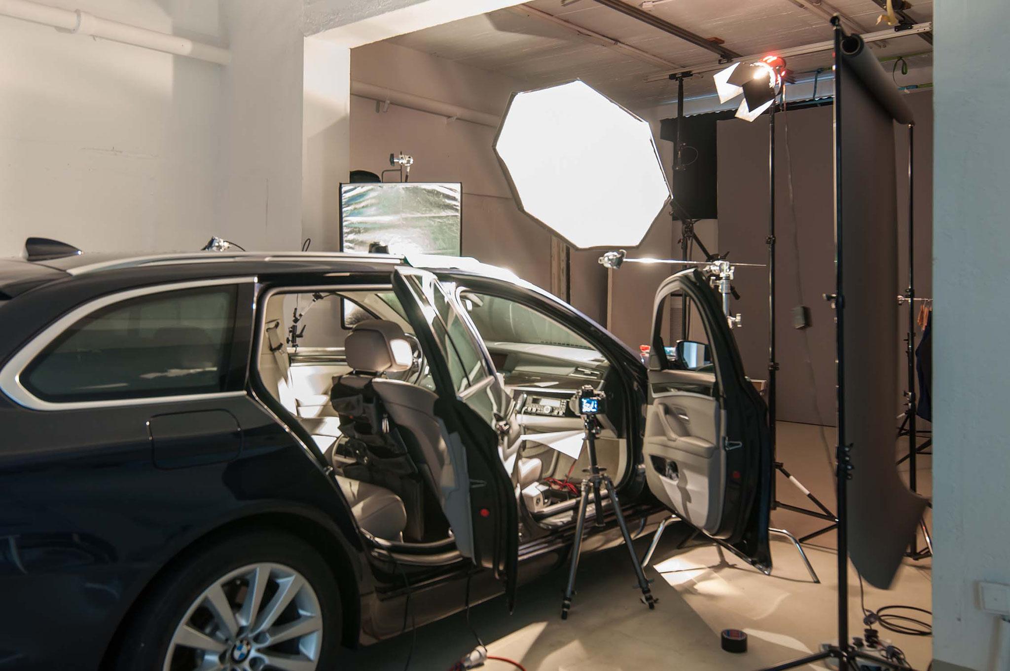 Das Funkgerät FT 450d von der Firma Yaesu wurde in einem 5er BMW f11 fotografiert. Dazu wurde das Fotoset im Fotostudio aufgebaut um ideale Bedingungen für das Stillifeshooting zu schaffen.