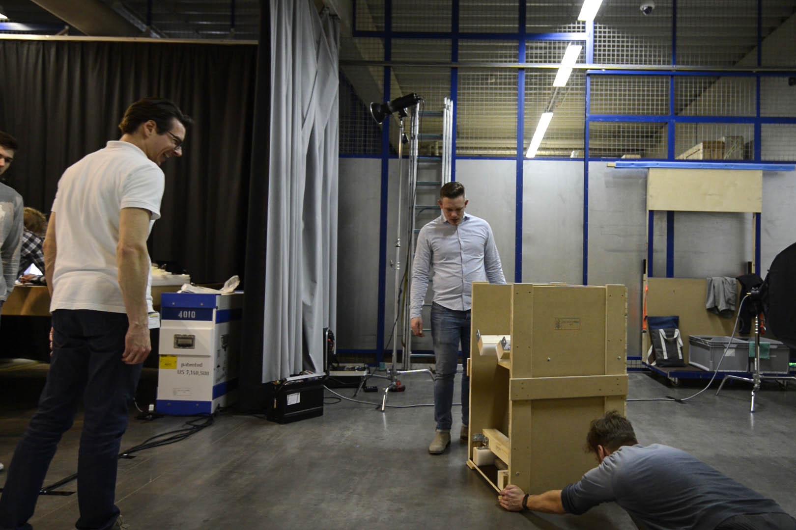 Um Produktfotos zu erstellen, wurde vor Ort im Gebäude der Firma Hasenkamp fotografiert. Hier ist voller Körpereinsatz gefragt!
